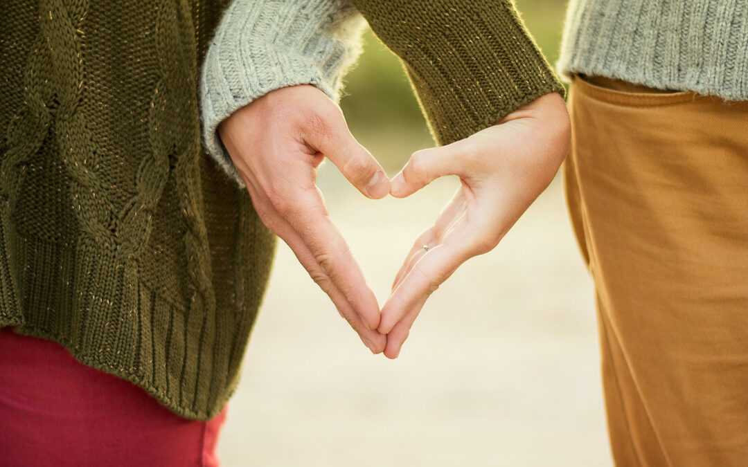 marathon couples therapy in meath couple holding hands making heart shape